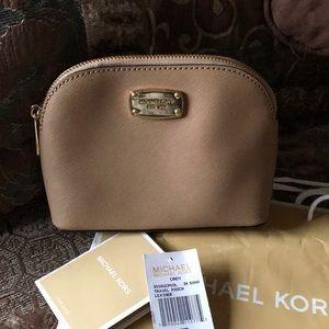 Michael Kors Cosmetic Bag 🌺🌺🌺